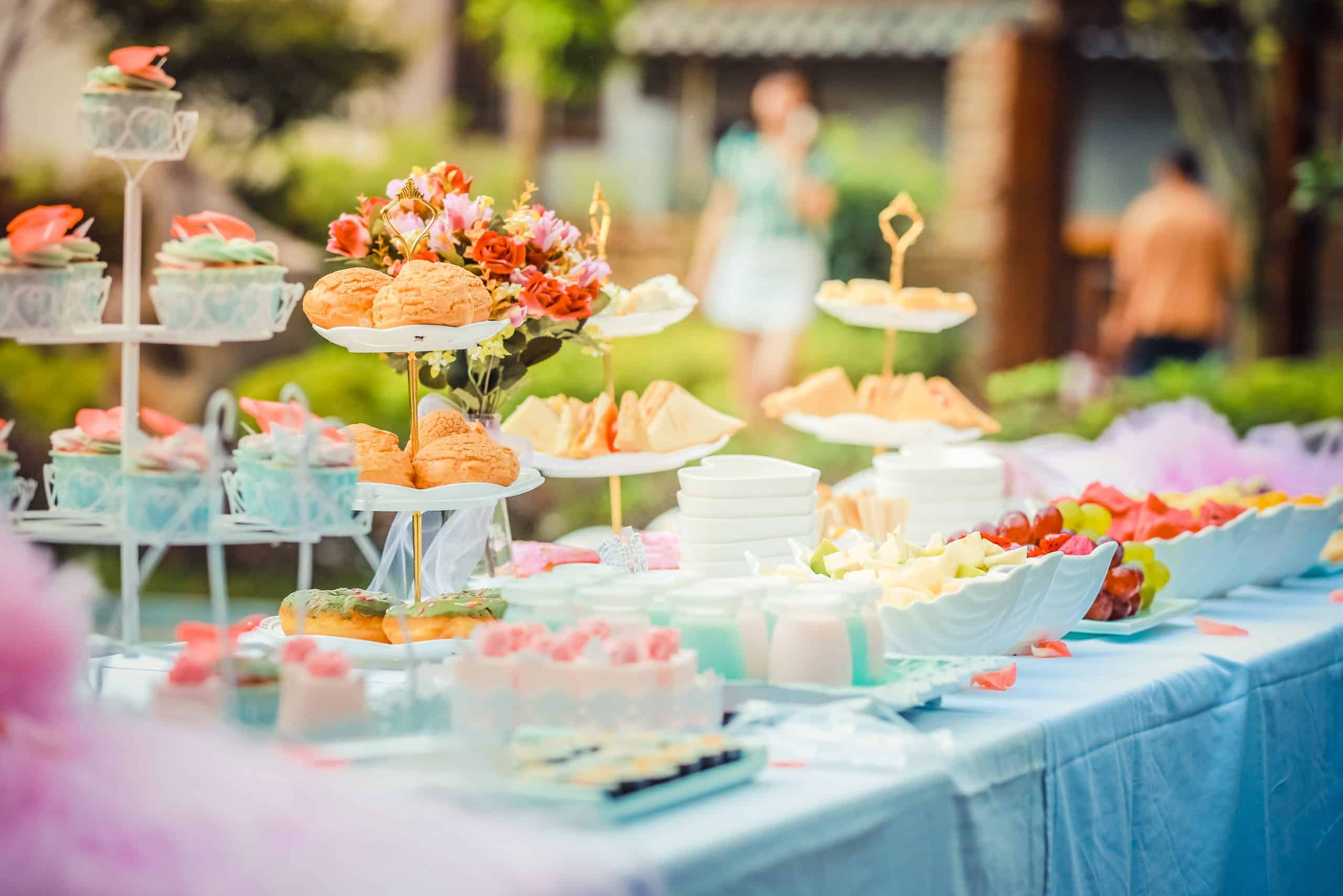 What are the types of wedding catering services?