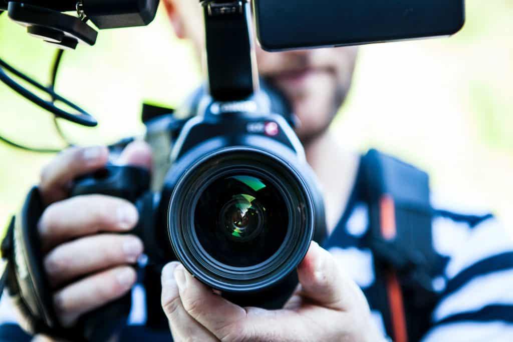 videographer camera