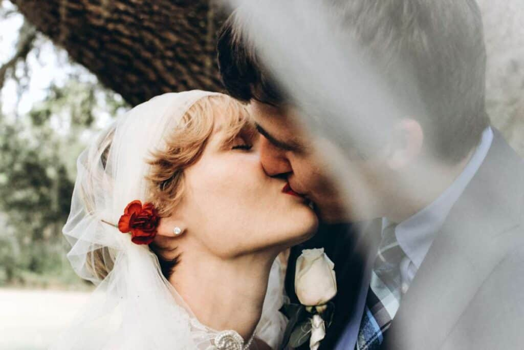 How To Look Good In Kissing Photos