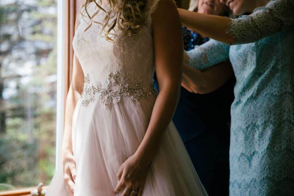 What Are The Tips For Getting Ready Photos At My Wedding