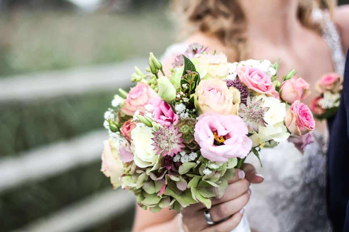 how to save money on wedding florists
