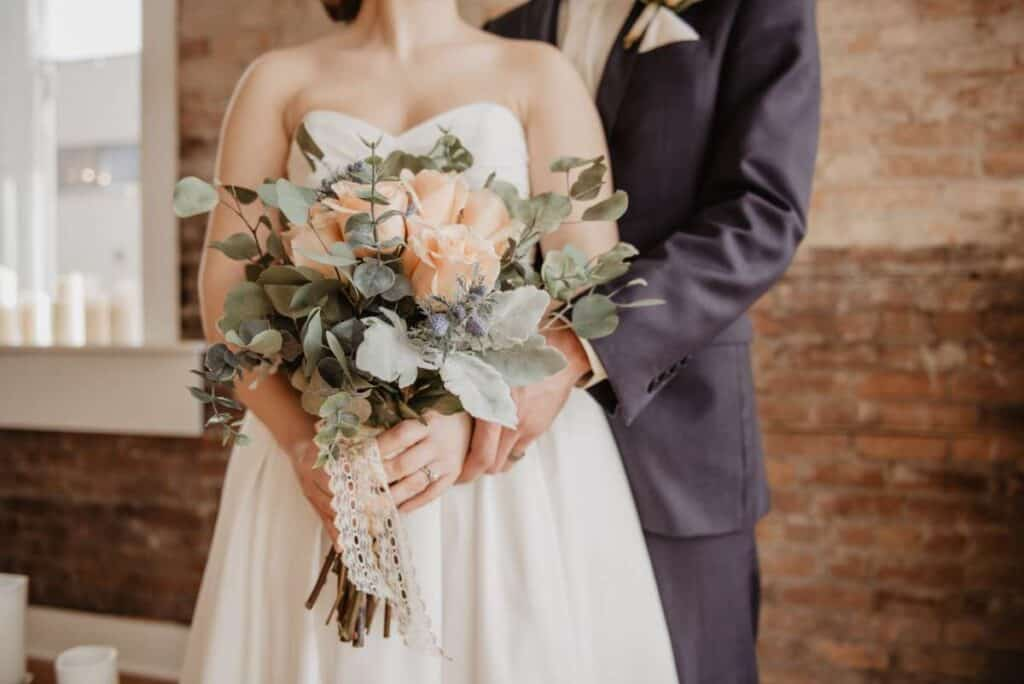 how to save money on your wedding budget