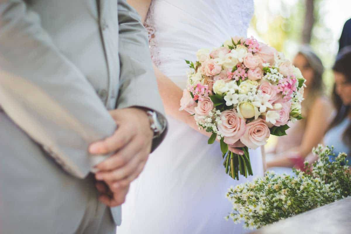 how to save money on your wedding budget2