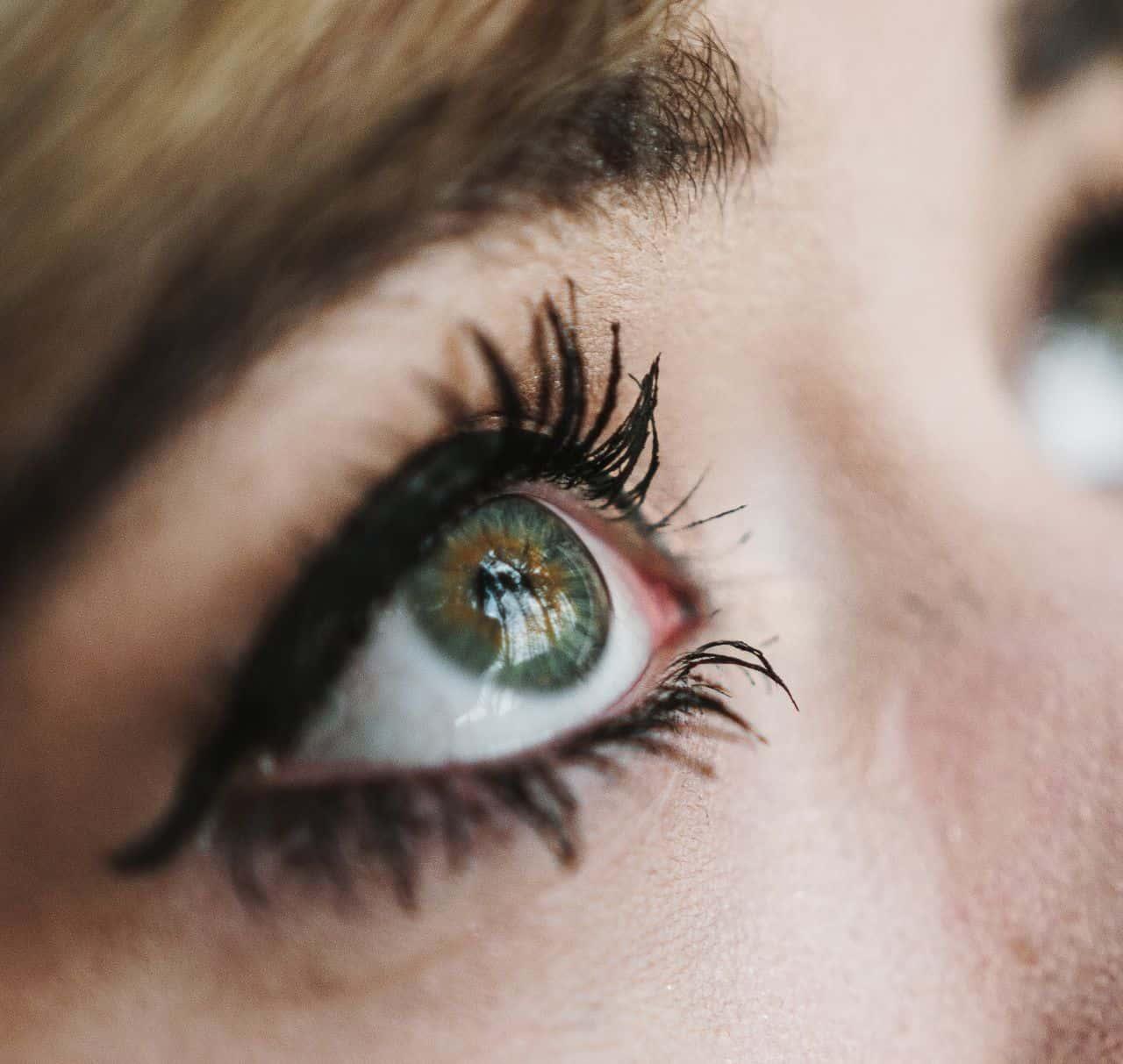 eyeliner tattoo vines