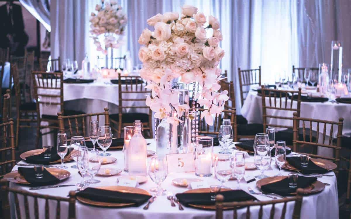 how can i decorate my wedding cheaply