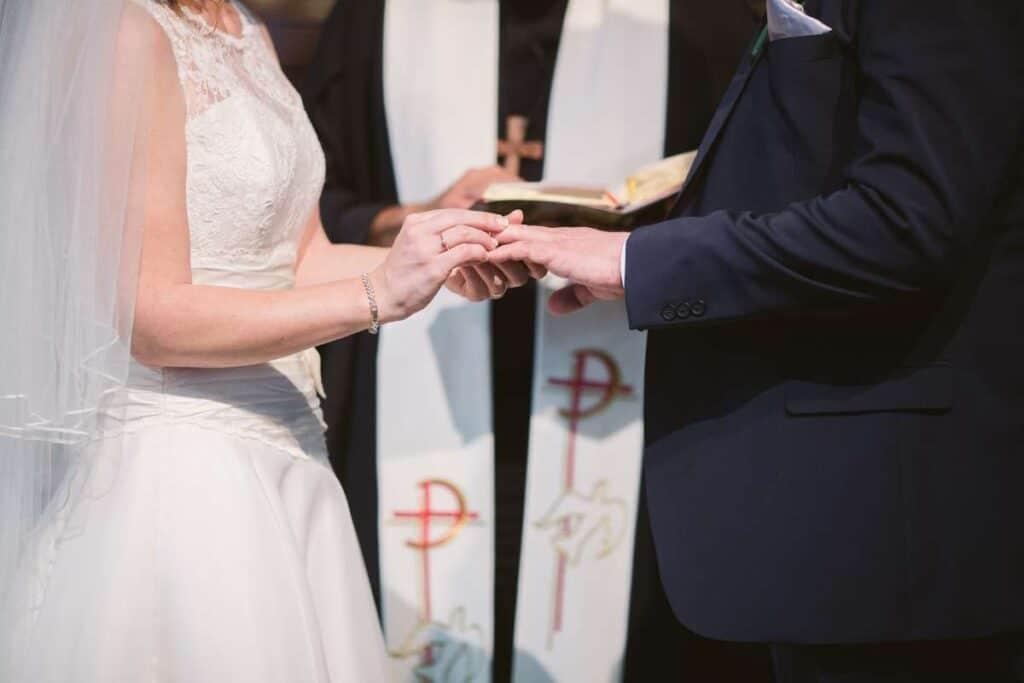 how do i choose a wedding officiant (3)