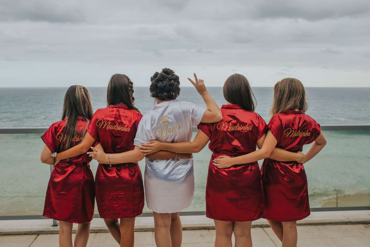 is it ok to have no bridal party (2)